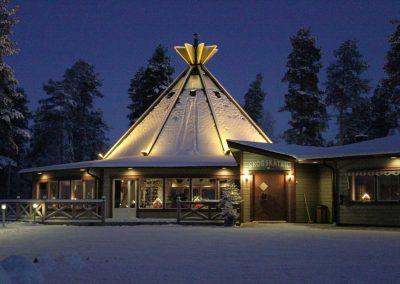 Sveriges 16 bästa campingplatser 2021 - Ansia Resort - Restaurang Skogskåtan i vinterskrud